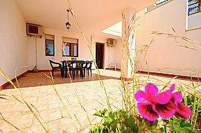 casa - Villetta a schiera,con spazio esterno e posto auto