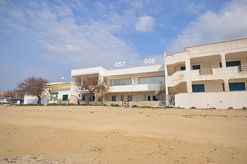 Vacanze in puglia affitto appartamento sulla sabbia con - Casa vacanza con piscina salento ...